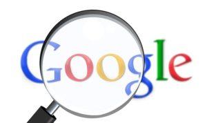 Googleロゴと虫眼鏡